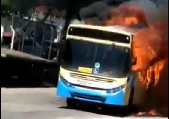 Vídeo: Ônibus da Transportes Master é incendiado na Zona Norte do Rio de Janeiro