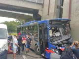 Campinas: Acidente com ônibus da EMTU deixa motorista preso nas ferragens