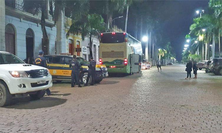 MS: Prefeitura de Corumbá intercepta ônibus fazendo o transporte ilegal com  42 bolivianos a bordo