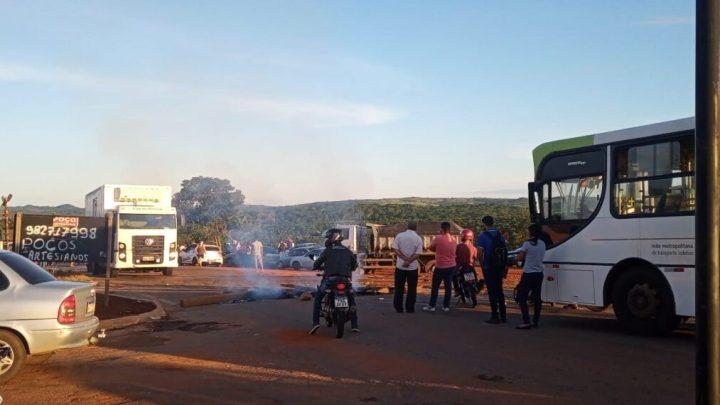 GO: Manifestação fecha rodovia nesta quarta-feira em Bonfinópolis devido atrasos nos ônibus