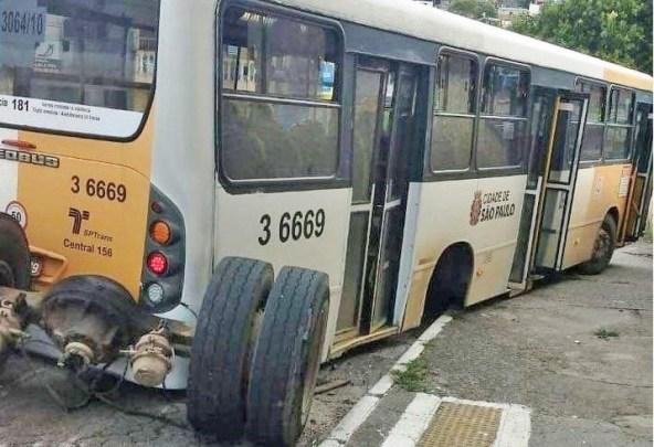 Ônibus da Transunião Transportes perde eixo durante viagem na Zona Leste de São Paulo