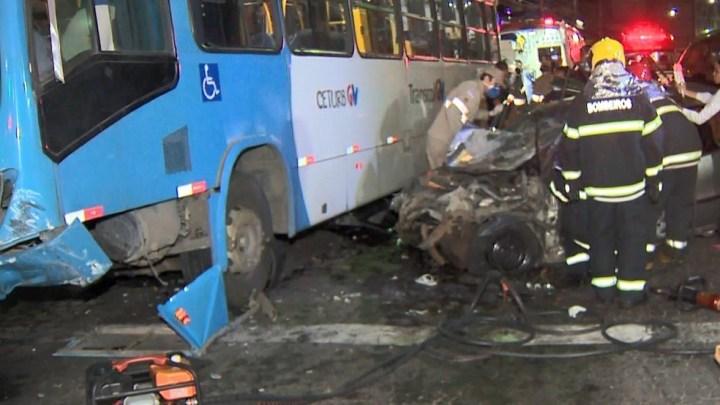 Vitória: Acidente entre carro e ônibus deixa 6 pessoas da mesma família feridas