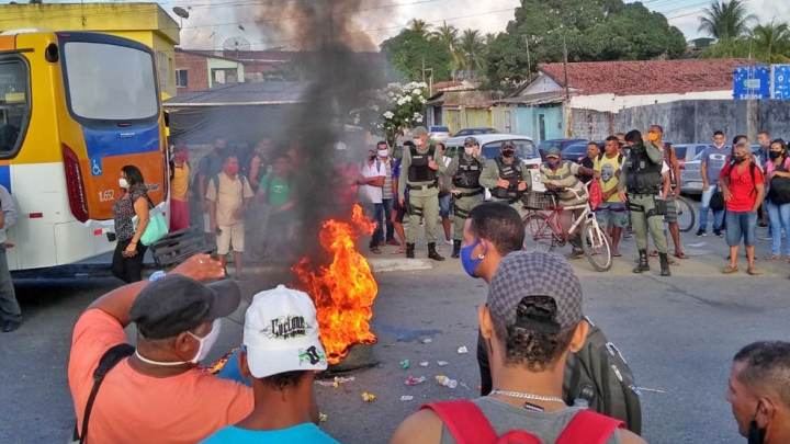 Grande Recife: Protesto contra aumento de passagem de ônibus fecha TI Igarassu nesta manhã