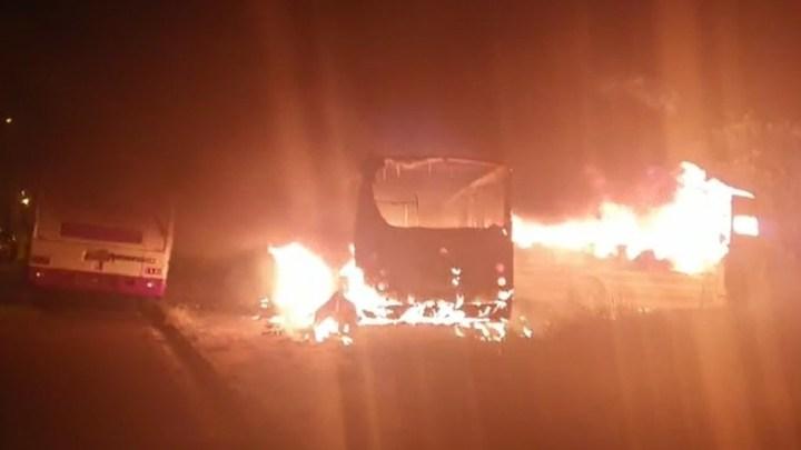 SP: Incêndio destrói três ônibus em Getulina