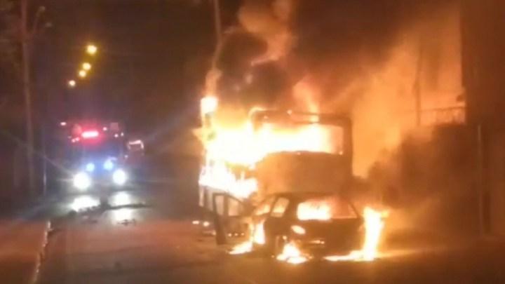 MG: Ônibus acaba incendiado após perseguição policial em Nova Lima