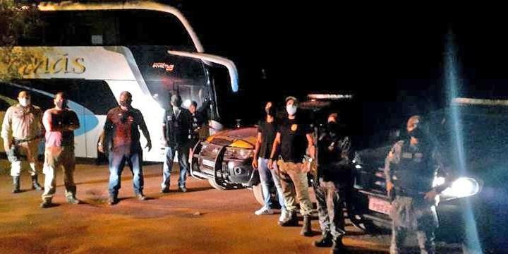 MS: PF e Força Nacional apreendem ônibus com 38 passageiros bolivianos em Corumbá