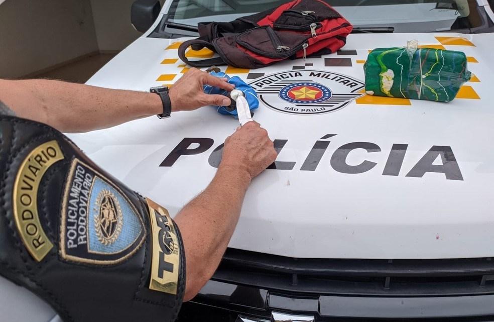 SP: Fiscalização da Polícia Rodoviária encontra entorpecentes em ônibus na Rodovia Raposo Tavares