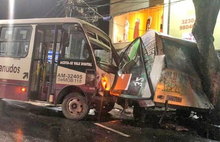 Belém: Acidente com micro-ônibus chama atenção na Avenida Conselheiro Furtado