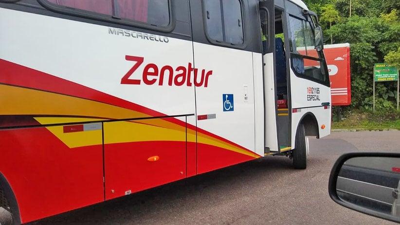 Manaus: Acidente entre moto e micro-ônibus deixa um ferido nesta manhã