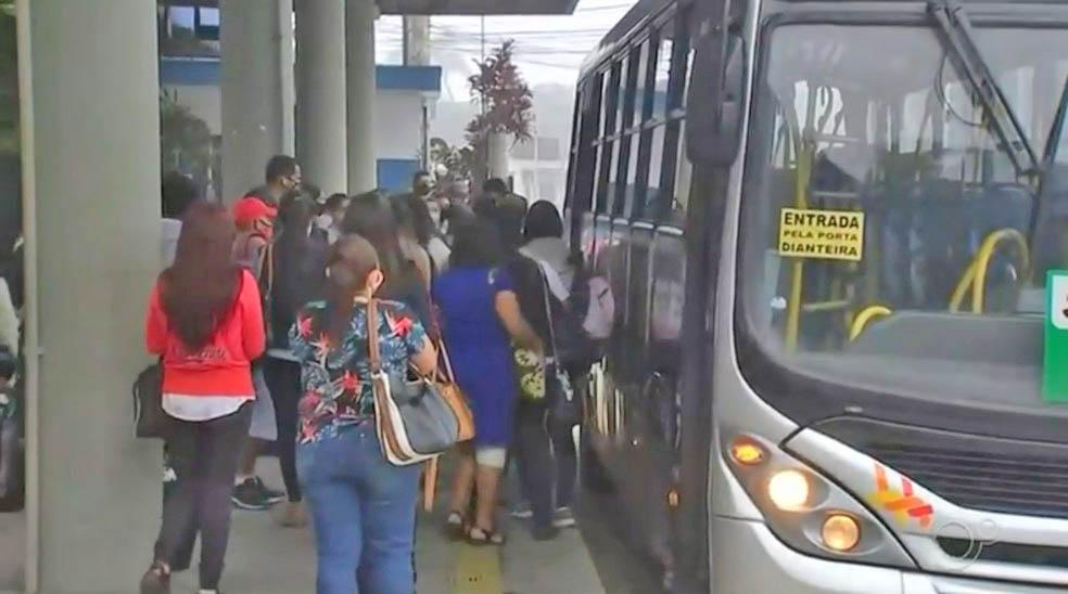 SP: Campo Limpo Paulista registra ônibus lotados e passageiros aglomerados
