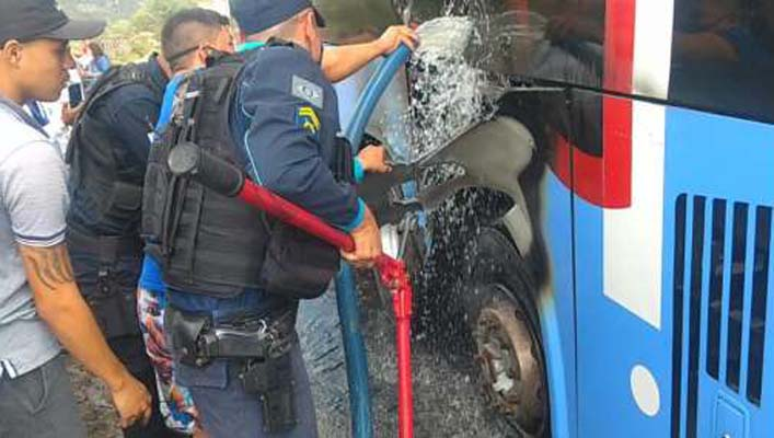 CE: Ônibus da Expresso Guanabara pega fogo neste domingo em Irauçuba
