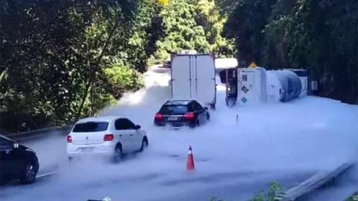 RJ: Subida da Serra de Petrópolis segue totalmente interditada e sem previsão de liberação, diz Concer