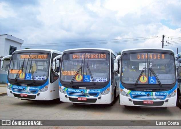 Bolsonaro anuncia imposto federal zerado para diesel e também para o gás de cozinha