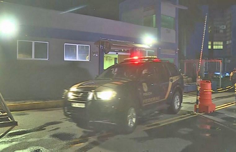 Polícia Federal prende falsa enfermeira que teria aplicado vacinas contra a Covid-19 em garagem de ônibus de BH