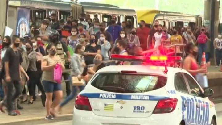 Goiânia: Empresários estudam alugar vans para transportar funcionários devido aglomerações nos ônibus