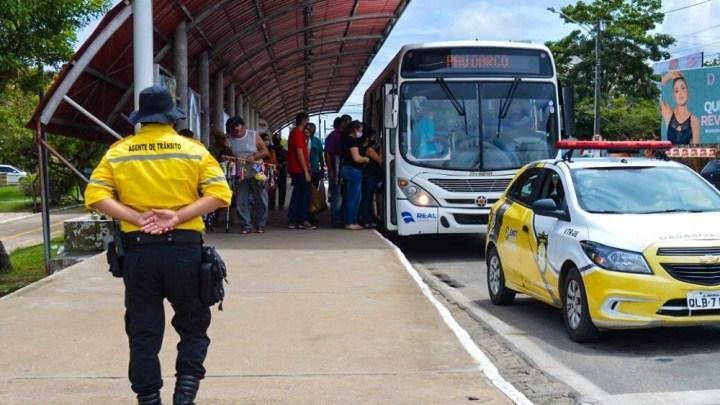 AL: Arapiraca fiscaliza excesso de passageiros em ônibus municipais