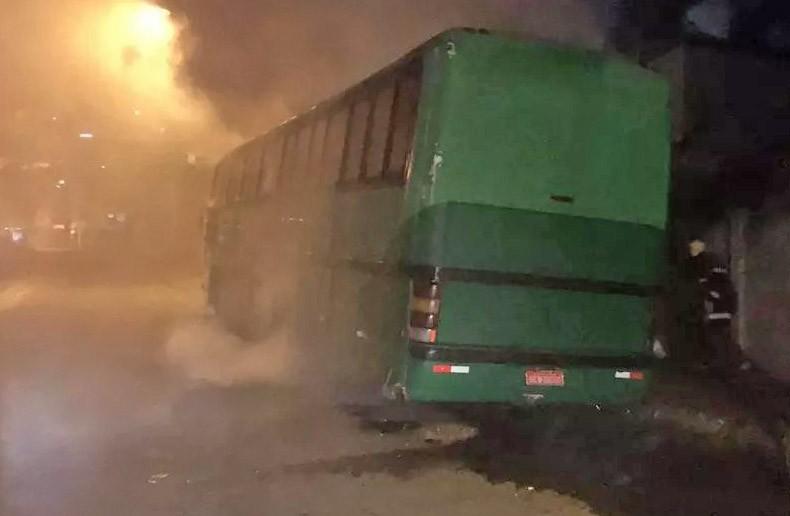 MG: Ônibus pega fogo em Juiz de Fora nesta madrugada