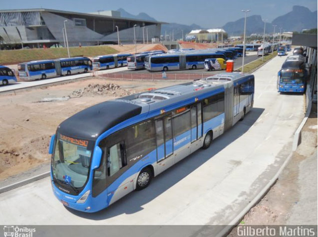 Rio: Acidente com ônibus articulado do BRT deixa passageiro ferido na Zona Oeste