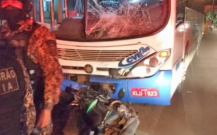 São Luís: PM prende dupla de assaltantes após colidirem com ônibus