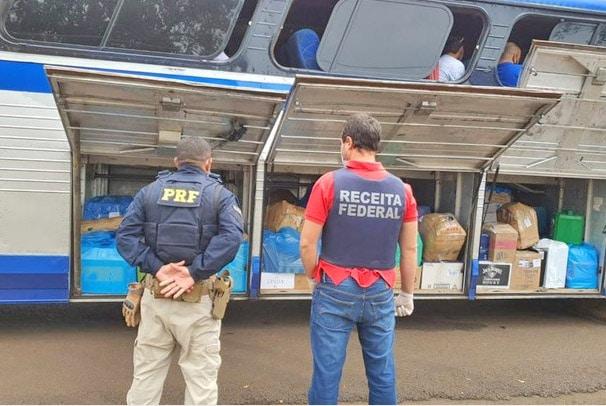 PR: Ação da PRF e Receita Federal apreendem dois ônibus na BR-277