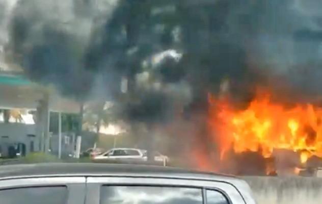 Vídeo: Ônibus da Tinguá pega fogo na Via Dutra nesta manhã em Nova Iguaçu