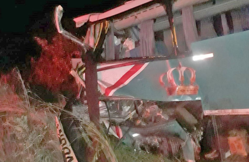 PI: Acidente entre carreta e ônibus deixa um morto e sete feridos em Uruçuí