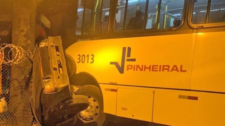 RJ: Acidente com ônibus da Viação Pinheiral deixa um ferido em Volta Redonda