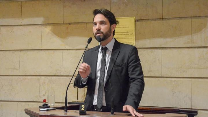 Rio: Vereador Jairinho é investigado por propina da máfia dos ônibus na Fetranspor