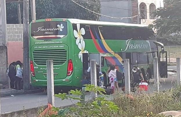 ES: Ônibus de turismo invade Guarapari durante a Semana Santa mesmo com restrições no transporte