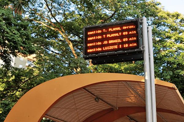 MG: Uberlândia já utiliza painéis eletrônicos com horários dos ônibus municipais