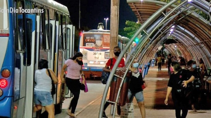 Passageiros de Palmas reclamam de poucos ônibus circulando no período noturno