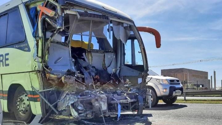 SP: Motorista da Viação Campestre morre  após bater na traseira de caminhão em Paulínia