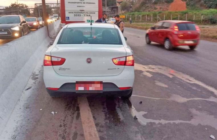 Belo Horizonte: Colisão entre carro e ônibus interdita pista do Anel Rodoviário