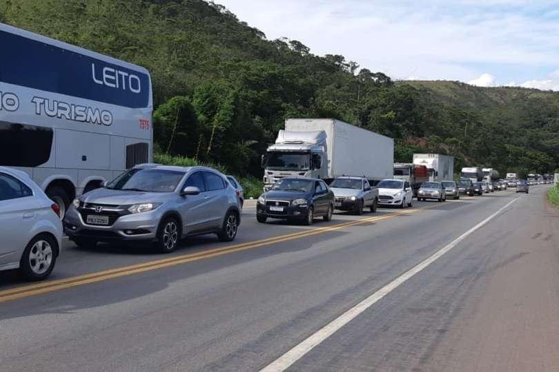 MG: BR-381 apresenta lentidão na saída de Belo Horizonte nesta tarde