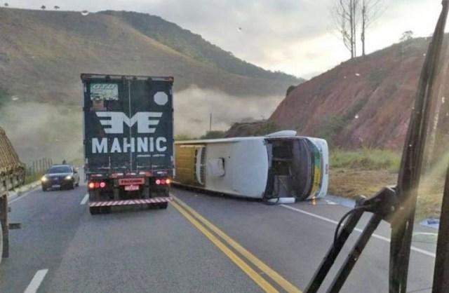 MG: Ônibus da Gontijo tomba na BR-381 deixando um morto e nove feridos - revistadoonibus