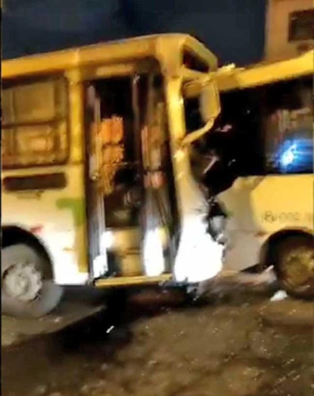 Vídeo: Dois ônibus batem de frente em Olaria na Zona Norte do Rio e deixam 9 feridos - revistadoonibus
