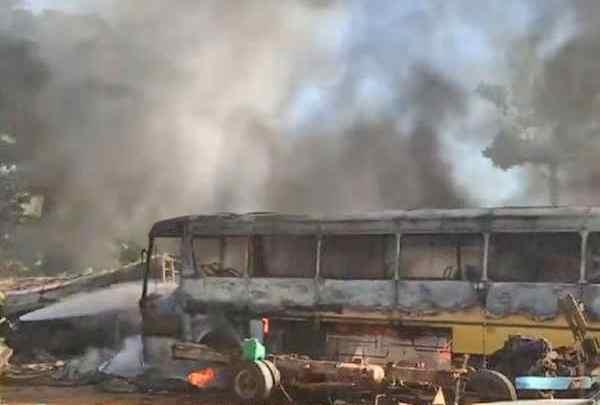 ES: Incêndio destrói três ônibus em Cachoeiro de Itapemirim nesta quarta-feira