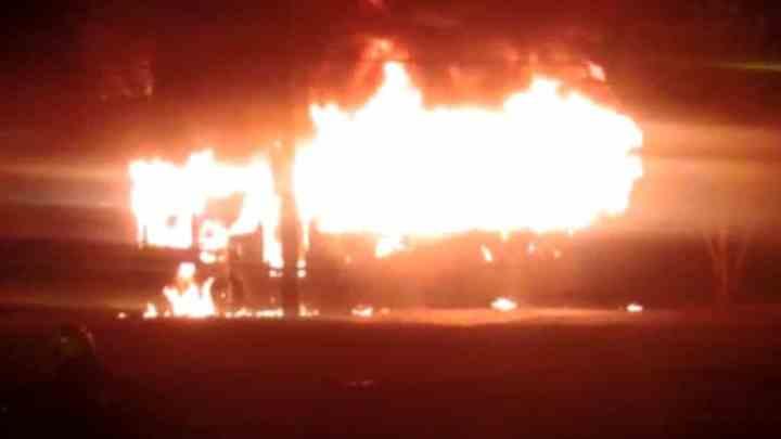 SP: Ônibus é incendiado em Sorocaba durante a madrugada