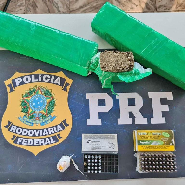 MG: PRF apreende armas e entorpecentes em ônibus na BR-365 em Patos de Minas