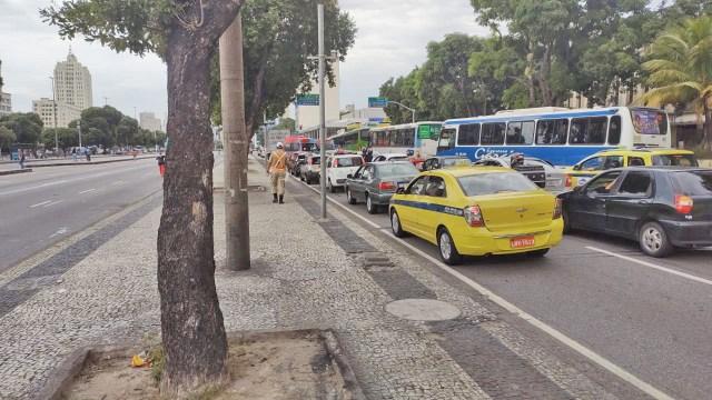 Rio: Manifestação contra o Presidente Bolsonaro causa retenção na Avenida Presidente Vargas - revistadoonibus