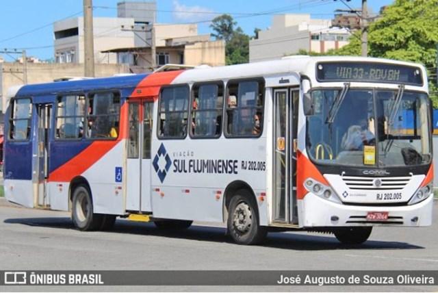 RJ: Ônibus de Viação Sul Fluminense colide com viatura da PM na rodoviária de Barra Mansa - revistadoonibus