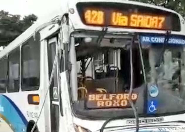 Vídeo: Acidente com ônibus da Vera Cruz deixa passageiros desesperados na Zona Norte do Rio
