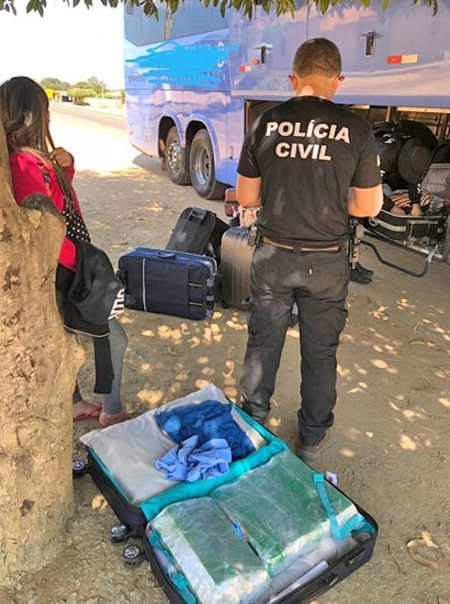 Polícia Civil apreende 20kg de entorpecentes com passageiros de ônibus no Sul do Piauí - revistadoonibus