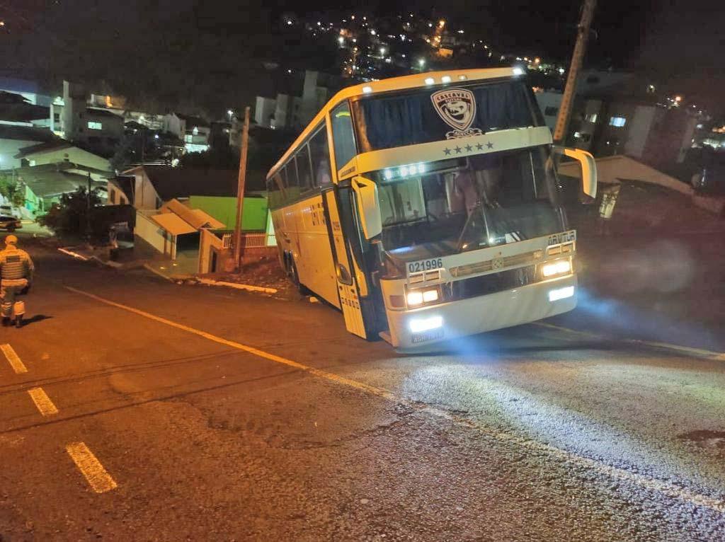 SC: Ônibus com delegação do Stein Cascavel Futsal Feminino sofre acidente em Seara