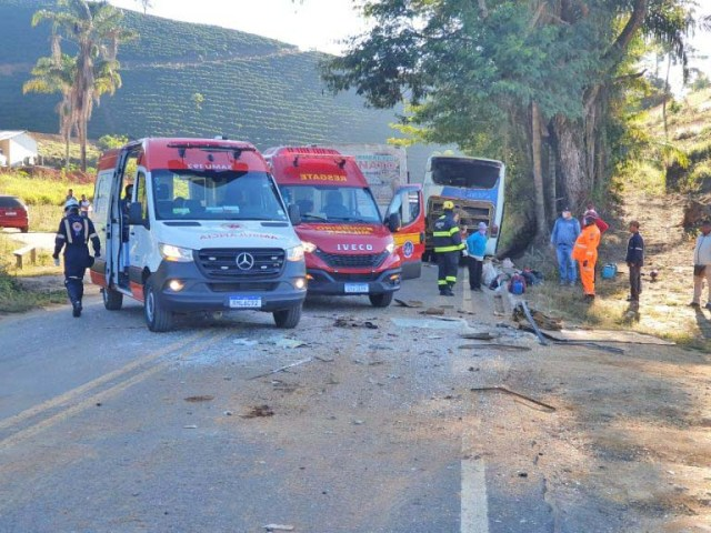 MG: Acidente entre dois ônibus deixa sete feridos na BR-474 em Piedade de Caratinga - revistadoonibus