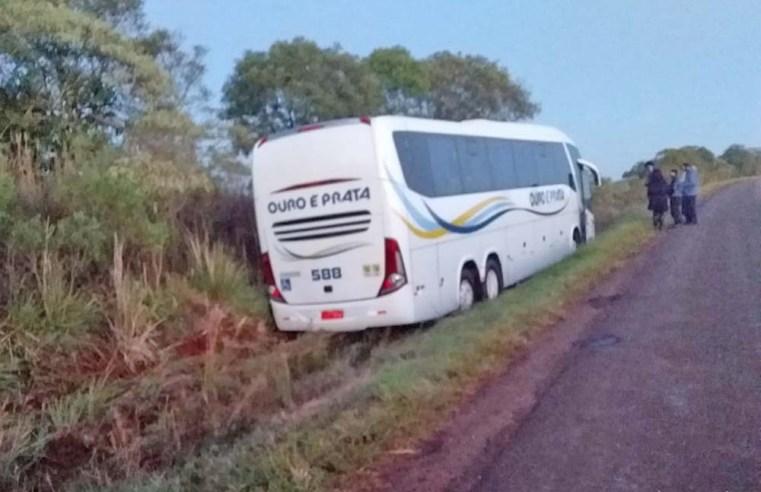 RS: Ônibus da Ouro e Prata sai da pista na BR-468 na manhã desta segunda-feira