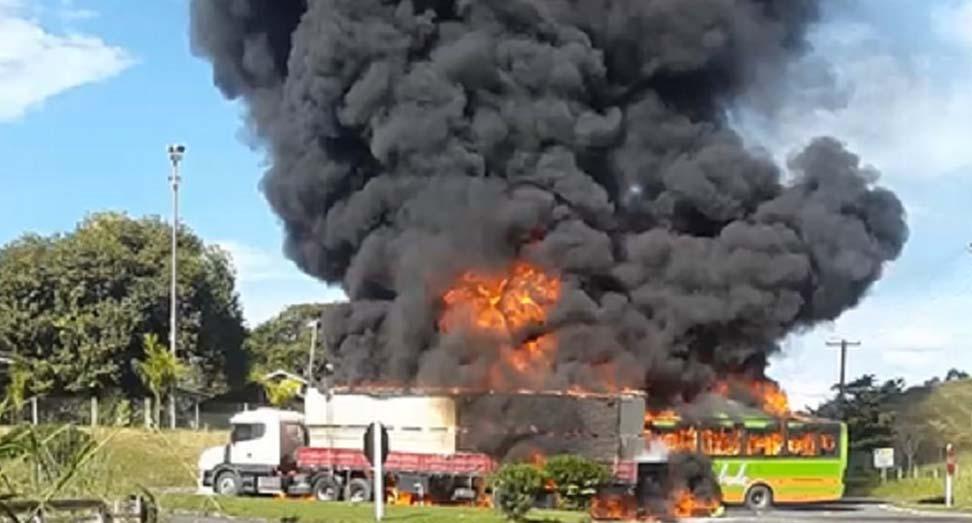 RJ: Motorista do ônibus que pegou fogo no acidente em Bom Jesus do Itabapoana segue em estado grave