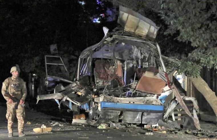 Cabul: Atentado contra 2 ônibus deixa 12 civis mortos