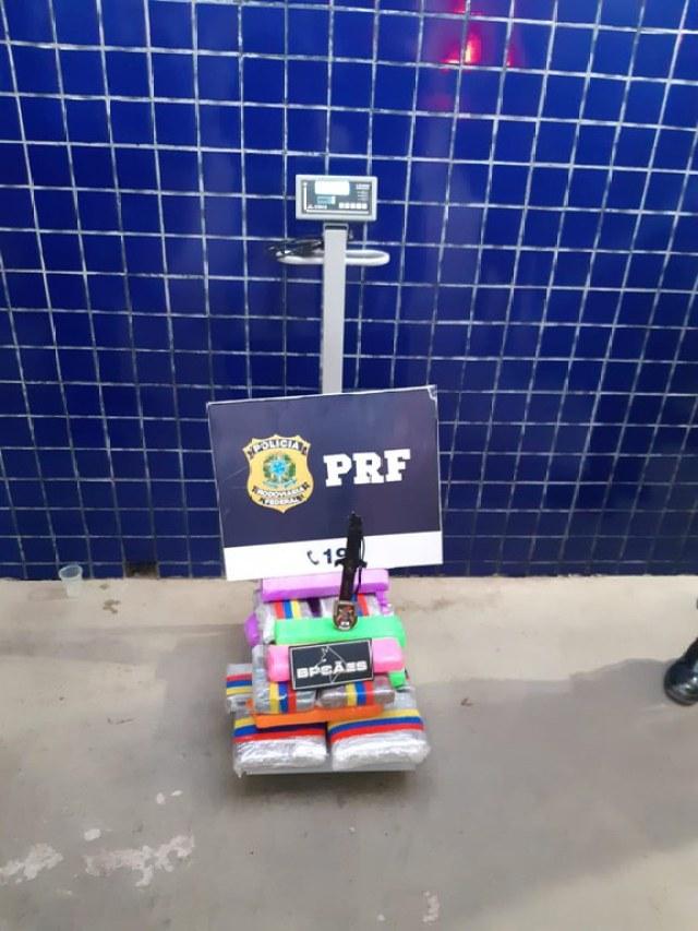 BA: PRF prende passageira de ônibus com entorpecentes durante fiscalização na BR-242 em Barreiras - revistadoonibus