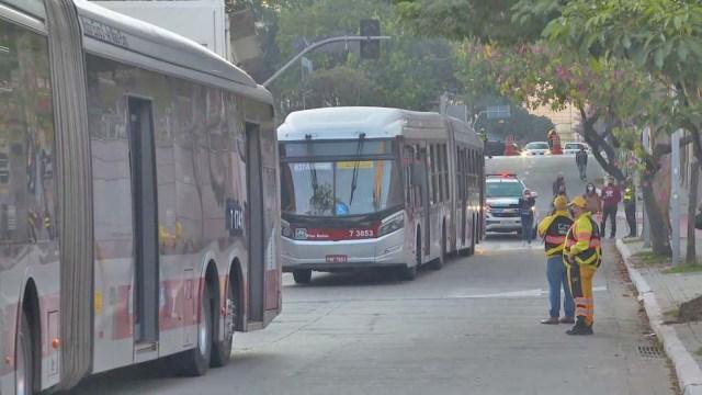 São Paulo: Rodoviários realizam protesto e ônibus bloqueiam terminais na Zona Oeste e Leste - revistadoonibus